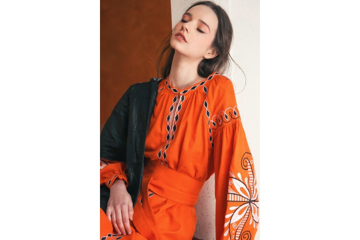 Embroidered Clothing from Ukraine to Kuwait