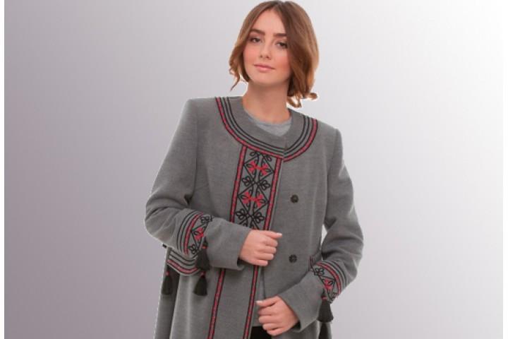 Модні і красиві пальто з вишивкою